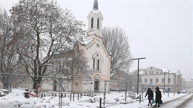 Část revitalizace Podmokel neprobíhala podle projektu, proto město odstoupilo od smlouvy. Pohled k Husovu náměstí.