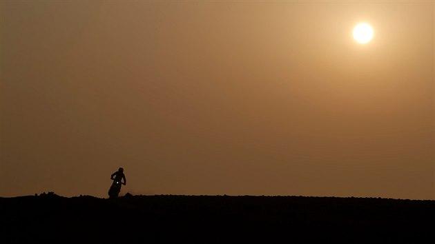 Motocyklista Daniel Sanders v 8. etapě Rallye Dakar.