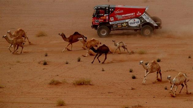 Momentka z 10. etapy Rallye Dakar.