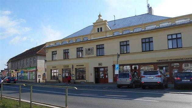 Minipivovar s roční kapacitou 1 400 hektolitrů a s přilehlou restaurací vlastní město, které do modernizace vložilo 20 milionů korun.