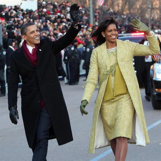 Manželé Obamovi v roce 2009. Pro oko diváka působí harmoničtěji, pokud jsou...