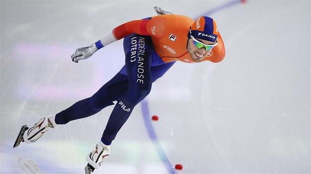 Nizozemec Patrick Roest během závodu na 1500 metrů v Heerenveenu.