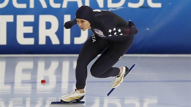 Američanka Brittany Boweová během závodu na 1500 metrů v Heerenveenu.