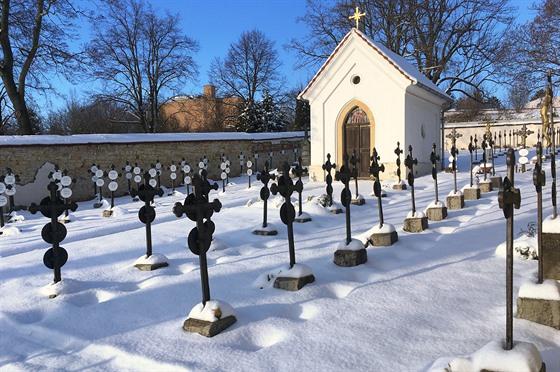 Boromejskı klášterní hřbitov v Řepích je napohled jeden z nejpůsobivějších u...