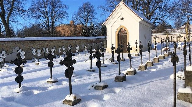 Boromejskı klášterní hřbitov v Řepích je napohled jeden z nejpůsobivějších u nás.