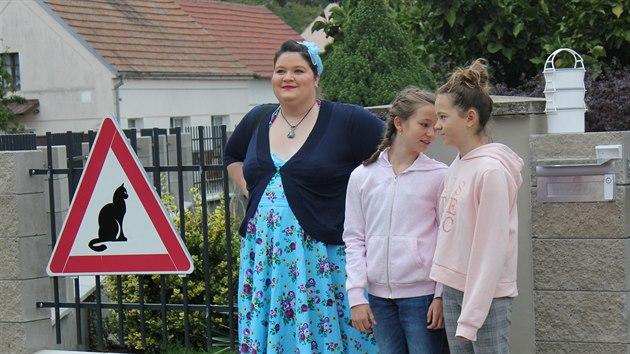 Klára Nevečeřalová s děvčaty do vybraného útulku zajela a pomohla vybírat.