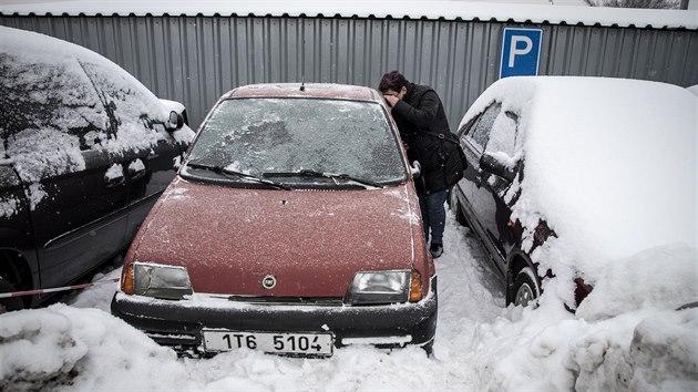 V Bohumíně se uskutečnila první dražba aut odtaženıch z ulic. (12. února 2021)