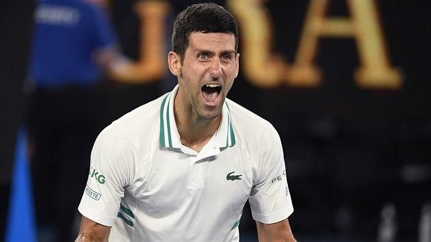 Srb Novak Djokovič slaví vítězství ve finále Australian Open.