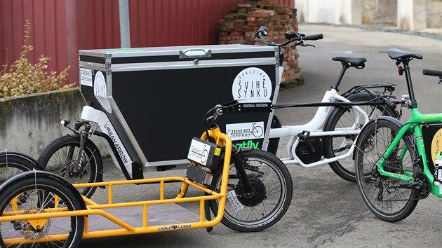 V Brně začala nově fungovat půjčovna těchto vozítek. Navíc se připravuje překladiště pro kurırní služby. Zájemci mohou kola díky zkušebnímu režimu využívat až do léta zdarma.