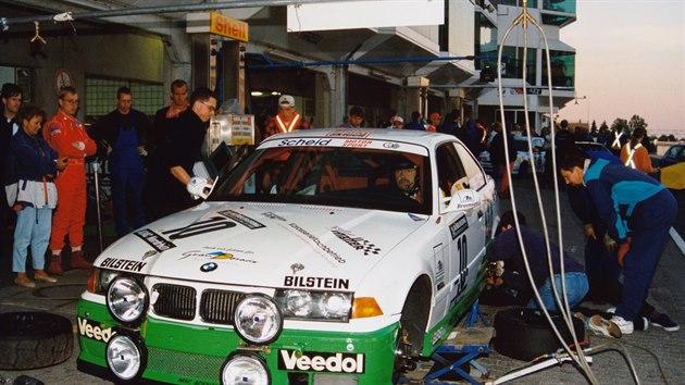 "BMW M3 ""Eifelblitz"" na 24 hodinovém závodu na Nürburgringu v roce 1996"