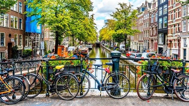 Amsterdam je určen milovníkům kol, noční zábavy, sexu, ale i umění a historie.