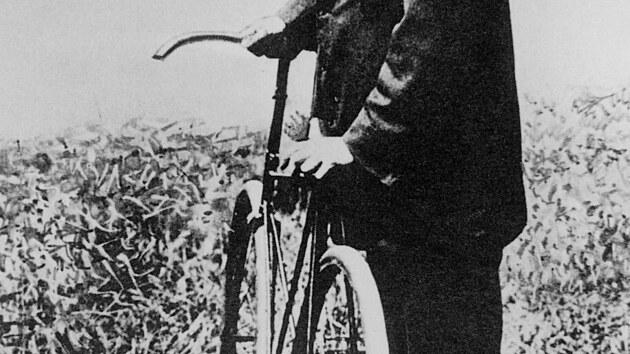 Skotskı vynálezce pneumatiky nahuštěné vzduchem John Boyd Dunlop