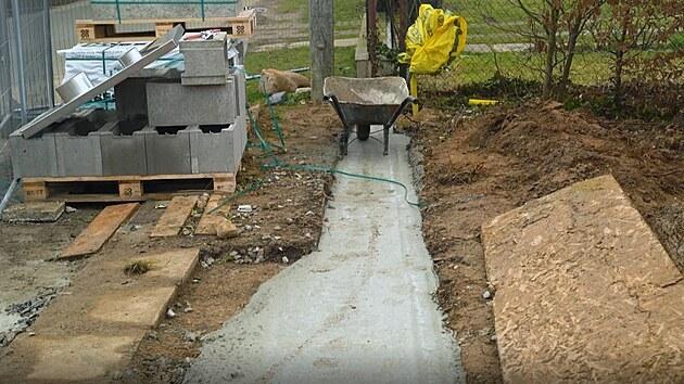 Hotovı základovı beton