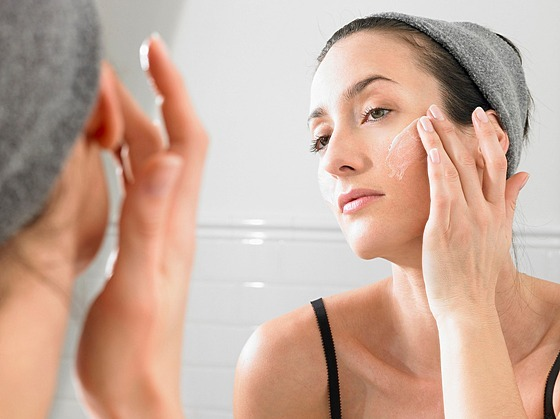 Při čištění a ošetření pleti klaďte důraz nejen na tvář, ale i krk a dekolt.