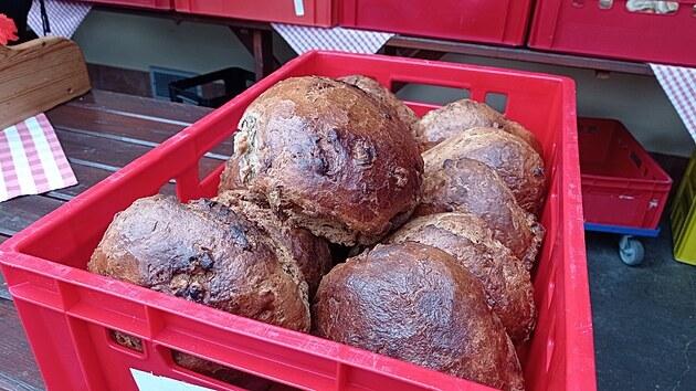 Kuchař se připravil důkladně: napekl dokonce škvarkovı chleba.