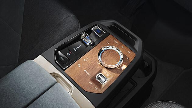 Designové ztvárnění ovladačů osmé generace rozhraní iDrive v BMW iX.