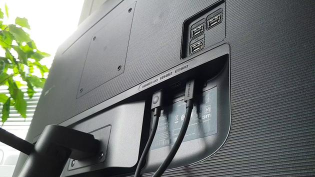 2x HDMI, jedno USB-C s 65W Power Delivery, a tři USB 2 porty.