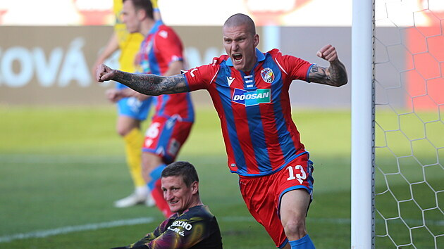 Radost plzeňského útočníka Zdeňka Ondráška v utkání semifinále poháru proti Teplicím.