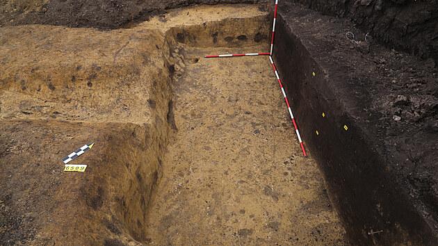Chata z mladší doby římské (4. stol. n. l.) porušená ještě mladším žlábkem.