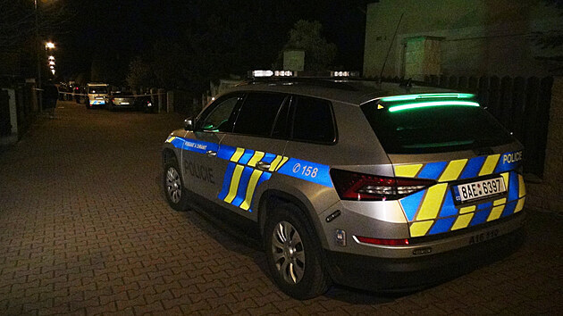 Kriminalisté vyšetřují pobodání v pražskıch Dolních Chabrech. (27.4.2021)