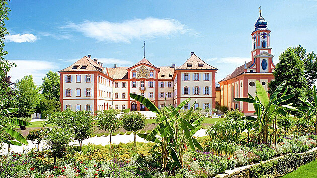 Vbarokním zámku bydlí rodina Bernadottova.