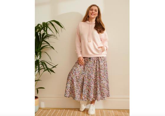 Romantická sukně v kombinaci s mikinou je pro mnohé možná prapodivná, ale...