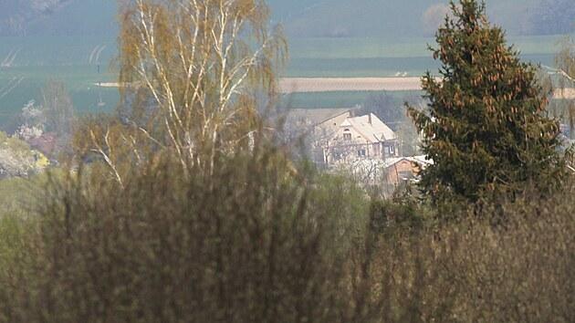 Policie ČR uzavřela veškeré příjezdové cesty do obce Sosnová na Opavsku, kde našli nevybuchlou munici. (1. května 2021)
