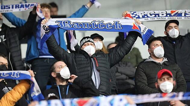 Fanoušci Baníku Ostrava na tribuně před začátkem zápasu proti Brnu