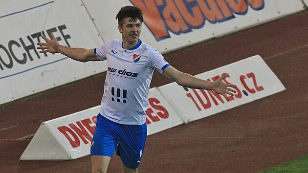 Ostravskı David Buchta se raduje z gólu proti Brnu.