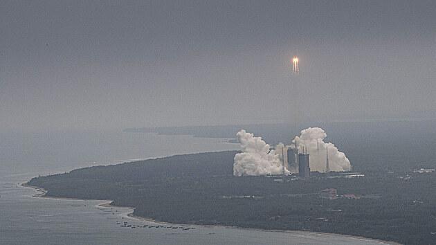 Start rakety Dlouhı pochod 5B s prvním modulem čínské vesmírné stanice Tchien-che (Nebeská harmonie) ve čtvrtek 29. dubna 2021.