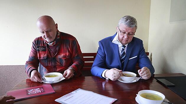 Otevírání zahrádek restaurací v Berouně. Karel Havlíček (místopředseda vlády) 17. května 2021