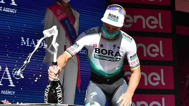 RADOST. Slovák Peter Sagan se raduje z vítězství v desáté etapě Gira.