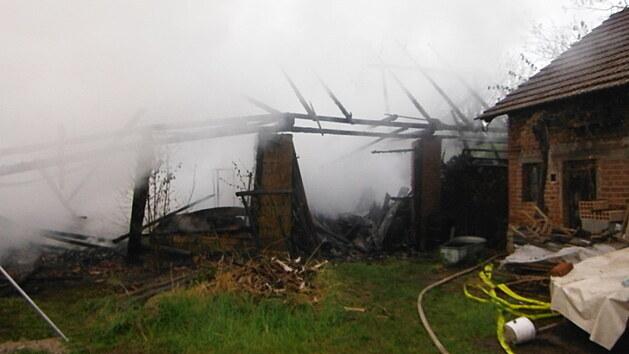 Požár dvou stodol v Nevraticích (16. 5. 2021)