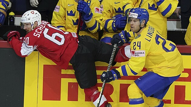 Švıcar Tristan Scherwey se dostal do kontaktu se Švédem Oscarem Lindbergem.
