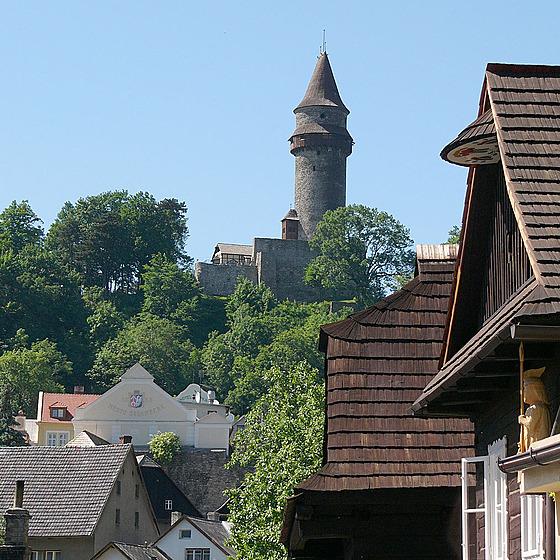 Pohled na věž Trúbu, dominující malebnému moravskému městečku Štramberk. Tato...
