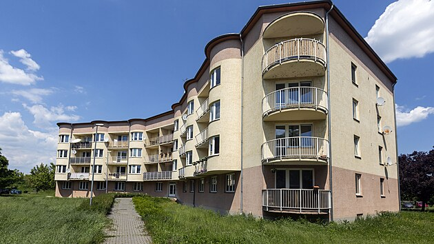 Lidé částečně financovali vıstavbu družstevních bytů v Olomouci a dále platili nájem, kterım podle smluv byty navíc spláceli. Ulice Topolová.