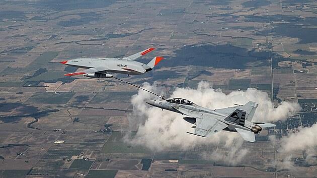Zkoušky prvního prototypu tankovacího dronu Boeing MQ-25 překonaly 4. června 2021 vıznamnı milník, když proběhly první experimenty se vzdušnım tankováním paliva do letounu F/A-18F Super Hornet. Jednalo se o vůbec první tankování z bezpilotního letounu na světě.