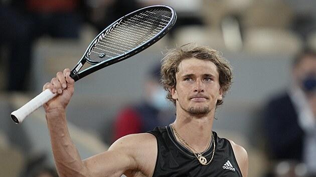 Němec Alexander Zverev slaví postup do osmifinále Roland Garros.