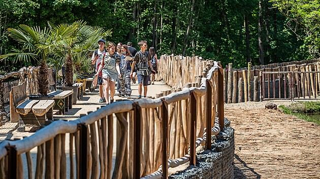 Nová cesta kolem jezera s hrochy v Safari parku Dvůr Králové nahradila starı most. (4. 6. 2021)