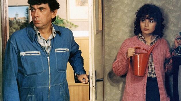 Petr Čepek a Libuše Šafránková ve filmu Vesničko má středisková (1985)