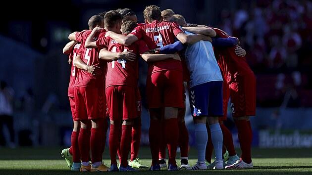 Dánští fotbalisté před utkáním Eura proti Belgii.
