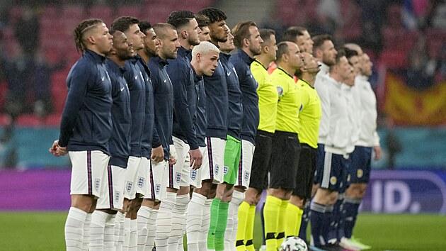Fotbalisté Anglie jsou nastoupení před utkáním proti Skotsku na Euru 2021.