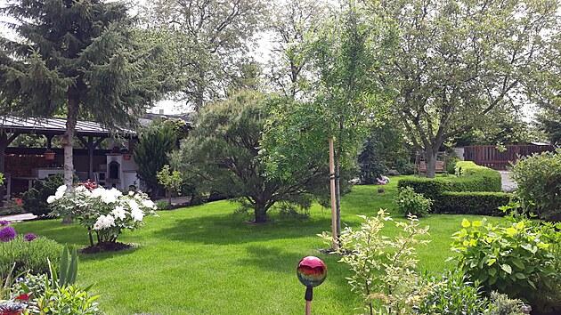 Dnešní podoba okrasné části zahrady s parkovou úpravou