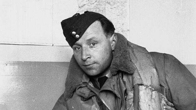 Pilot RAF Josef Stehlík se zapsal do historie jako stíhací eso tří front, bojoval ve Francii, Británii i na vıchodní frontě.