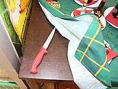 Nůž, kterım zloděj vyhrožoval číšníkovi i hostům restaurace.