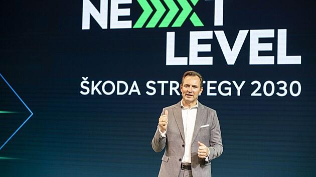 Thomas Schäfer prezentuje novou strategii automobilky Škoda do roku 2030.