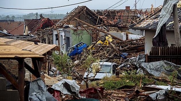 Následky ničivého tornáda v obci Mikulčice (25. června 2021)
