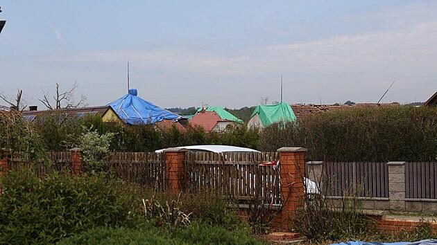 Ve Stebně na Lounsku ničil domy nejspíš silnı proud studeného vzduchu zvanı downburst.