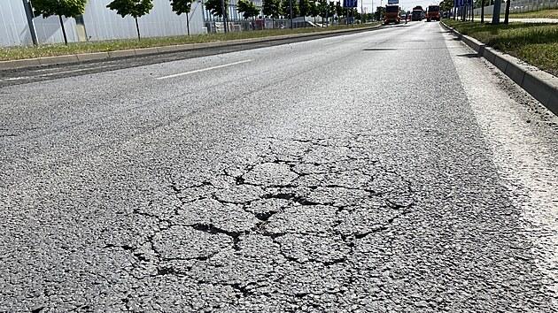 Jedna z hlavních dopravních tepen v Plzni, Folmavská ulice, se začala opravovat. Řidičům to přineslo velké komplikace. (21. 62021)