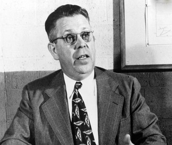 Objev mikrovlnky byl dílem náhody, k níž došlo roku 1945. Percy Spencer,...
